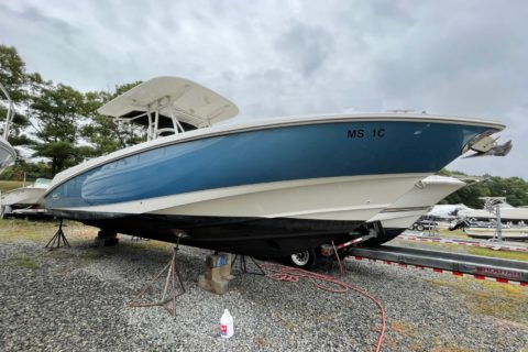 2007 BOSTON WHALER 320 OUTRAGE   POWERED BY TWIN MERCURY 275HP VERADO Image
